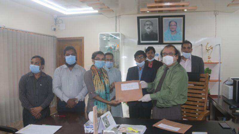 বরিশাল বিশ্ববিদ্যালয় শিক্ষার্থীদের প্রাতিষ্ঠানিক স্মার্ট আইডি কার্ড হস্তান্তর