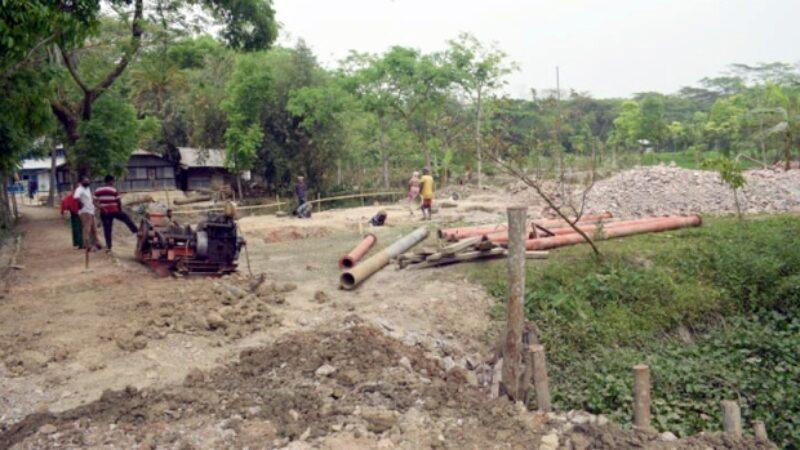 উজিরপুরে দুই পক্ষের সংঘাতের আশংকা, বন্ধ হতে পারে স্কুল ভবনের নির্মাণকাজ